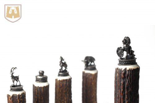 Sie haben die Wahl! Verschiedene Abschlussfiguren für Ihr bayerisches Schnaps-Trachtenflascherl