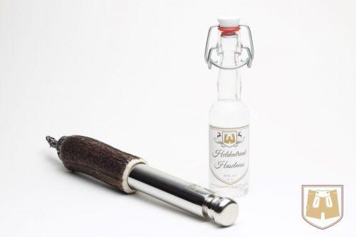 Bayerische Geschenkidee für Männer: Trachtenflascherl mit Haselnuss-Schnaps