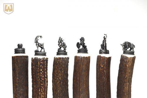 Trachtenflaschen aus Hirschhorn mit originellen bayerischen Abschlussfiguren